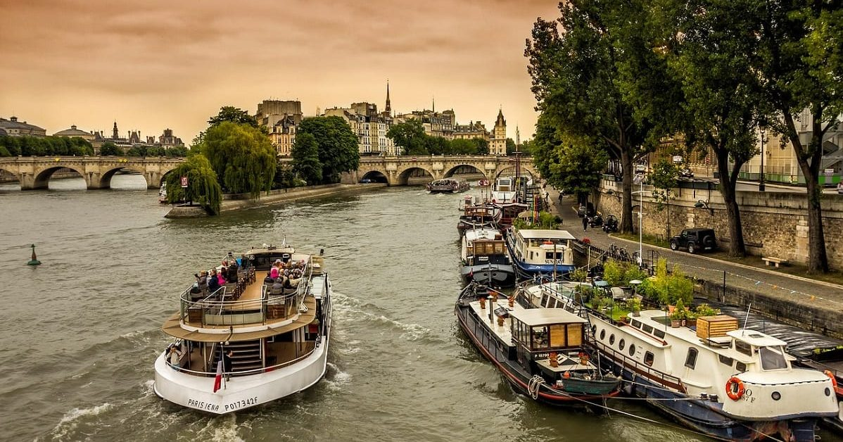 Crucero en el río Sena