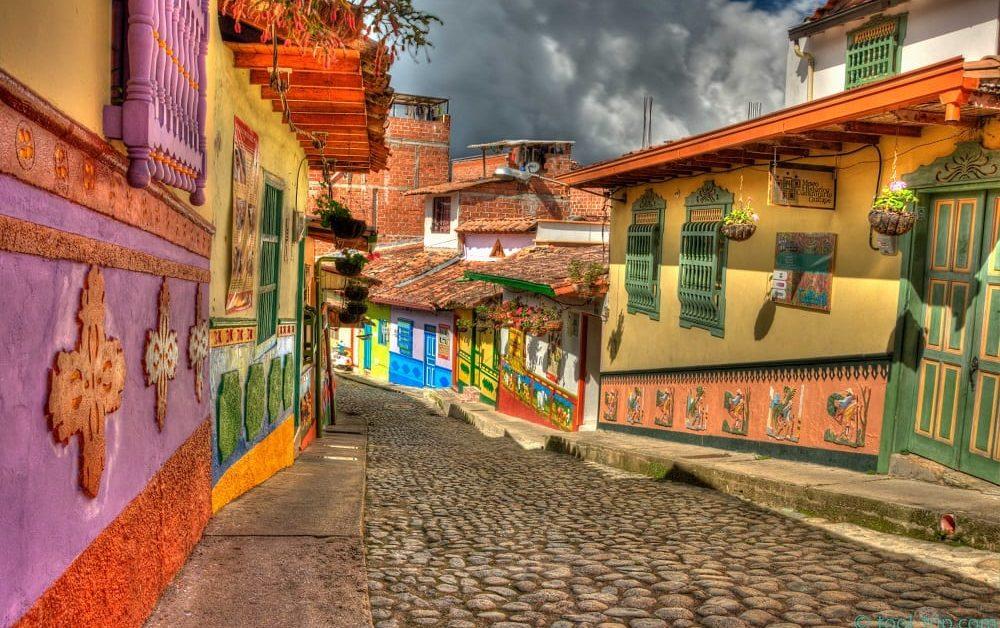 Fachas de las casas en Guatapé