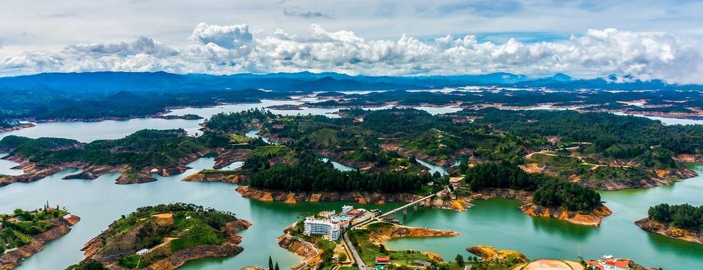 Vista desde la cima del Peñol en Guatapé, Colombia