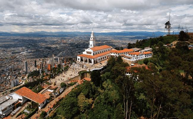 Vista panóramica cima del cerro de Monserrate y Santuario