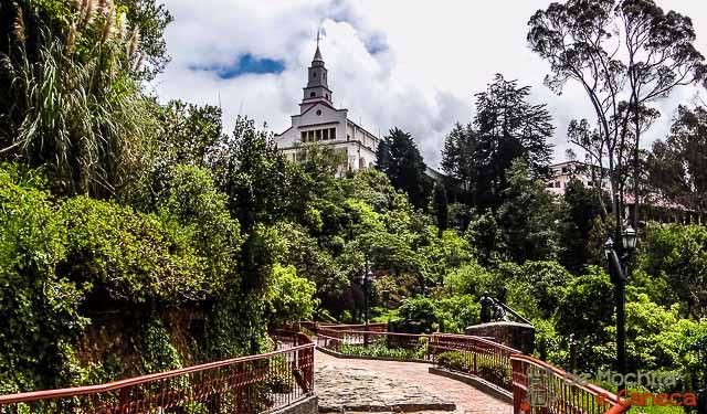 caminos en el Cerro de Monserrate para llegar al santuario